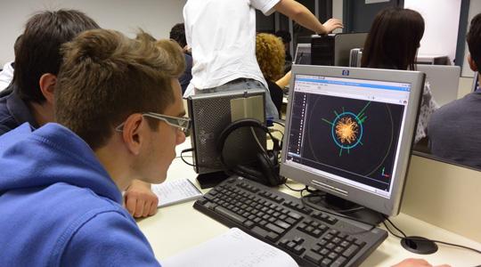 STUDENTI DELLE SUPERIORI ALLE PRESE CON I VERI DATI DEL CERN IN TUTTA ITALIA. SI INIZIA CON LA TOSCANA